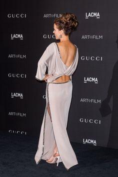 Pin for Later: Ein schöner Rücken kann eben auch entzücken Kate Beckinsale in Gucci bei der LACMA Art+Film Gala