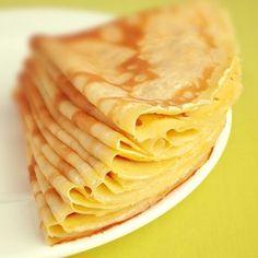 La pâte à crêpes est facile à faire soi-même. Émoustillez vos papilles avec cette recette de crêpes ! Sucrées ou salées, les crêpes sont un régal ! Passez un excellent moment de convivialité en partageant des crêpes en famille ou entre amis.