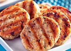 Hambúrguer de frango com aveia - Let's have dinner - Low Carb Recipes, Cooking Recipes, Healthy Recipes, Lowcarb Pizza, Light Recipes, Food Hacks, Love Food, Healthy Snacks, Food Porn