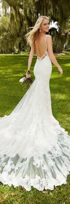 Martina Liana Spring 2016 Wedding Dress http://bellethemagazine.com/2016/04/martina-liana-spring-2016-bidal-collection.html #laceweddingdresses