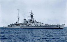 HMS Hood (51) - incrociatore da battaglia della classe Admiral Entrata in servizio 15 maggio 1920 Caratteristiche generali Dislocamento Pieno carico 1918: 45.925 t 1940: 49.136 t Lunghezza 262,3 m Larghezza 31,7 m Pescaggio 10,1 m Propulsione 25 caldaie a petrolio Yarrow, 4 gruppi turboriduttori Brown-Curtiss, 4 assi eliche, Velocità 1920: 31 nodi (57 km/h) 1941: 29 nodi (54 km/h) Autonomia 1931: 5.332 mn a 20 nodi (10.000 km a 37 km/h) Equipaggio 1921: 1.169 1941: 1.418 - Foto nel 1924