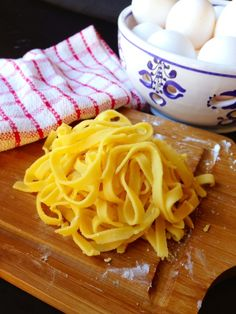 Paleo Pasta  @L a Farme / Anne Dann Cupboard 2/3 cup arrowroot powder (plus extra for kneading) 1 cup almond flour 1 cup tapioca flour 2 tsp. sea salt 2 large eggs 4 egg yolks (from large eggs) 2 Tbsp olive oil (for cooking the pasta)