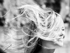 Tone Annette`s fotoblogg:    The wind   is blowing  in her hair