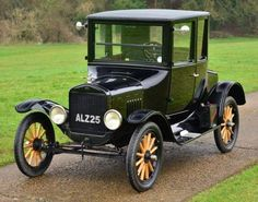 The dream car right here!   1924 Model T Ford Doctors Coupé Ford Motor Company, Old Used Cars, Old Cars, Retro Cars, Vintage Cars, Ford Modelo T, Automobile, Veteran Car, Ford Ltd