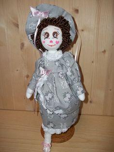 Bambole di stoffa fatte a mano con abito stile Dama dell'800 curato nei minimi dettagli. Bambola realizzzata o PDF per crearla.