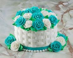 Flower basket cake recipe with Butter cream Basket Weave Cake, Flower Basket Cake, Cake Basket, Cake Icing, Buttercream Cake, Cupcake Cakes, Cupcakes, Cupcake Piping, Fondant Cakes