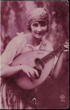 Maria Severa, who lived in Lisbon in early century was the first Fadista in Portugal to be acclaimed as a Fado performer. Portuguese Culture, My Heritage, Old Photos, Blond, The Past, Black And White, Country, World, People