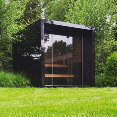 Zwarte kubus in aluminium Garage Doors, Gardens, Outdoor Decor, Home Decor, Homemade Home Decor, Garden, Decoration Home, Garden Types, Tuin