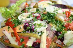 El Fiambre es un platillo tradicional Guatemalteco, es una mezcla de embutidos, carnes y verduras bañados en un caldillo (vinagreta). Tradicionalmente se come en el mes de noviembre.   …