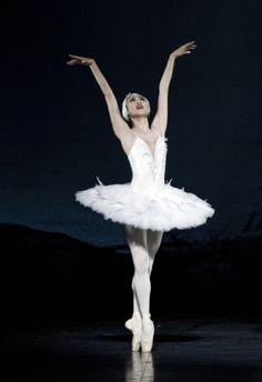 Maiko Nishino in Swan Lake.  Photo (c) Erik Berg/Den Norske Opera Og Ballett.