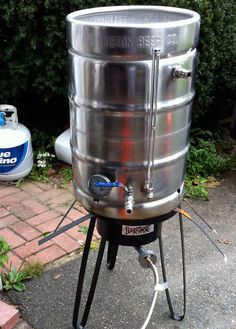 Simply Beer - How To Build a Keggle Mash Tun - Useful for homebrewing! Beer Brewing Kits, Brewing Recipes, Homebrew Recipes, Beer Recipes, Wine And Liquor, Wine And Beer, Liquor Drinks, Brew Stand, Home Brewing Equipment