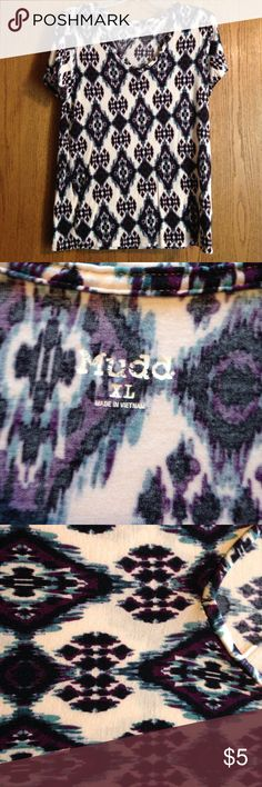 Soft patterned tee Fun print! Only worn a handful of times. Gently used. Mudd Tops Tees - Short Sleeve