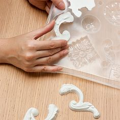 Style at Home's step-by-step guide to making a fancy Rococo-style mirror frame. Have fun casting plaster Diy Plaster, Plaster Crafts, Decorative Plaster, Style At Home, Plaster Mouldings, Plaster Walls, Spiegel Design, Graphisches Design, Design Styles