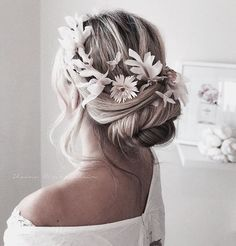 Blonde Hair For Brunettes, Brunette To Blonde, Messy Hairstyles, Straight Hairstyles, Hair Inspo, Hair Inspiration, Hair Upstyles, Hair Ties, Hair Hacks