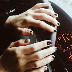 「#주말 #기분전환 #네일 #젤네일 #nails #nailarts #black and #studs #VSCOcam 」