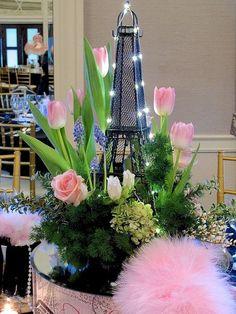 Centros de mesa con Torre Eiffel - Dale Detalles Paris Theme Centerpieces, Eiffel Tower Centerpiece, Table Centerpieces, Table Decorations, Centrepieces, Paris In Spring, Springtime In Paris, Tour Eiffel, Paris Themed Birthday Party