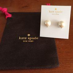 NWT Kate Spade Metropolitan Pearl Studs New!! Beautiful. Color: cream kate spade Jewelry Earrings