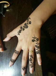 49 Beautiful Henna Tattoo Designs For Girls To Try At least Once - Torturein Egypt Modern Tattoo Designs, Henna Tattoo Designs Simple, Finger Henna Designs, Bridal Henna Designs, Mehndi Designs For Fingers, Beautiful Henna Designs, Tattoo Designs For Girls, Geometric Designs, Mehndi Design Photos