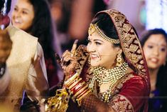 Looking for pearl mathapatti and nose ring? Browse of latest bridal photos, lehenga & jewelry designs, decor ideas, etc. Indian Wedding Poses, Indian Bridal Photos, Indian Bridal Fashion, Indian Weddings, Bridal Poses, Bridal Photoshoot, Bridal Shoot, Indian Wedding Couple Photography, Bridal Photography