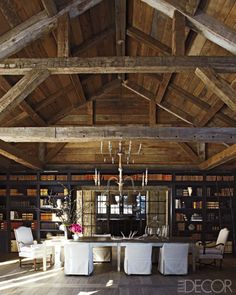 Elle Decor - mountain house~could see a Rustic Rehearsal Dinner in this room Casa Loft, Converted Barn, Barn Living, Wood Ceilings, High Ceilings, Wood Walls, Rustic Chic, Rustic Wood, Rustic Table