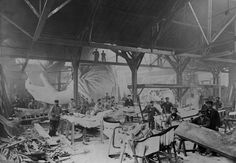 The Statue of Liberty was Built in Bartholdi's Paris Workshop. Workers bent the copper sheets into the famous statue. Bartholdi's workshop in Paris was a bizarre sight, as workers formed the parts that would become the Statue of Liberty. Rare Historical Photos, Rare Photos, Photos Du, Vintage Photographs, Old Photos, Vintage Photos, Rare Images, Iconic Photos, Funny Images