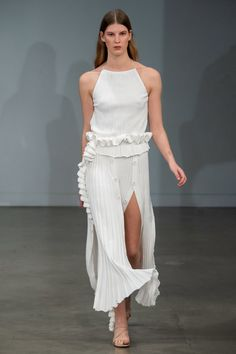 Christopher Esber Australia Resort 2020 Fashion Show Collection: See the complete Christopher Esber Australia Resort 2020 collection. Look 9 Slow Fashion, Fashion Week, Fashion 2020, Runway Fashion, Womens Fashion, Fashion Trends, Ladies Fashion, Couture Mode, Style Couture