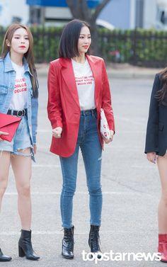 #Yeeun #CLC Airport Fashion Kpop, Kpop Fashion, Denim Fashion, Korean Fashion, Fashion Idol, Girl Fashion, Fashion Outfits, Womens Fashion, Ulzzang Fashion