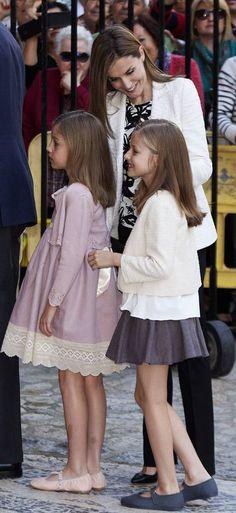 Queen Letizia supervises her daughers Infantas Leonor and Sofia at Easter Mass in Palma de Mallorca 4/5/2015