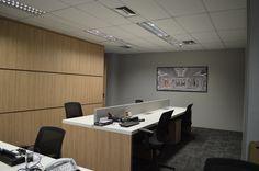 Mesa de Staff e armario divisoria By designer Cassiana Franco
