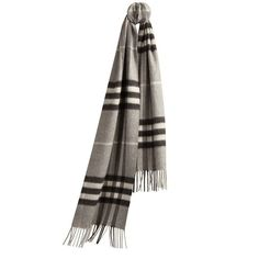 The Burberry Classic Cashmere Scarf in Check (860 BAM) ❤ liked on Polyvore featuring accessories, scarves, cashmere shawl, cashmere scarves, burberry shawl, fringed shawls и woven scarves