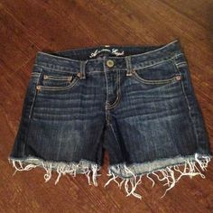 American Eagle Denim Shorts Great pair of American Eagle Denim Shorts. They are the stretch denimExcellent Condition. They've been worn once. Darker Wash. Size 6. No Trades. American Eagle Outfitters Shorts Jean Shorts