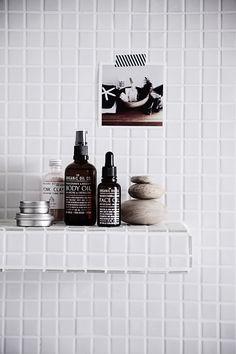Modern Home Decor Interior Design Bathroom Interior, Modern Bathroom, Small Bathroom, Design Bathroom, White Bathroom, Decor Interior Design, Interior Styling, Interior Decorating, Decorating Ideas