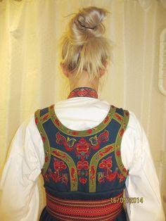 Øst / Aust Telemark bunad med skjorte og sølv | FINN.no Folk Costume, Costumes, Nordic Vikings, Ukraine, Norway, Tops, Women, Fashion, Moda