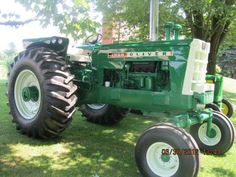 My uncle's restored Found in very bad shape in a barn. Towed it home and runs like a charm now! (Wes Herr from PA) - Yesterday's Tractors Gallery Antique Tractors, Vintage Tractors, Vintage Farm, Big Tractors, John Deere Tractors, Classic Tractor, Classic Trucks, Tractor Farming, White Tractor