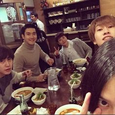 Kim Heechul enjoys yet another meal with his co-Super Junior members Kyuhyun, Siwon, Leeteuk, and Eunhyuk!