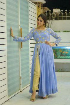 Gharara Designs, Kurta Designs Women, Kurti Designs Party Wear, Saree Blouse Designs, Frock Fashion, Indian Fashion Dresses, Pakistani Dress Design, Pakistani Outfits, Stylish Dresses