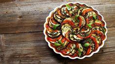 Tradiční francouzské ratatouille: zeleninová příloha i hlavní jídlo Creme Brulee, Ratatouille, Lchf, Quiche, Ethnic Recipes, Fit, Fine Dining, Shape, Quiches