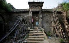 Cina: la regione dello Shanxi va sprofondando Cina: la regione dello Shanxi sprofonda, oltre seicentomila evacuati. Emergenza nella regione settentrionale della Cina. Continui crolli e voragini mettono a repentaglio la vita di migliaia di person #carbone #cina #crolli #evacuazione