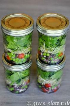 Mason Jar Salads- prep one day & eat healthy salads all week! Mason Jar Meals, Meals In A Jar, Mason Jars, Salad In A Jar, Soup And Salad, Healthy Snacks, Healthy Eating, Healthy Recipes, Salad Recipes