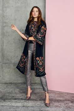 Alice + Olivia Pre-Fall 2020 - Kollektion | Vogue Germany 1980s Fashion Trends, Indian Fashion Trends, Spring Fashion Trends, Fashion Week, Fashion Show, Autumn Fashion, Alice Olivia, Vogue Paris, Rocker Style