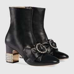 GUCCI - Leather ankle boot with removable leather bow  $ 1,580