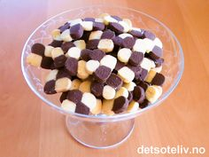 Sjakkruter | Det søte liv Norwegian Christmas, Lollipop Candy, European Cuisine, Candy Cookies, Recipe Boards, Christmas And New Year, Sweet Recipes, Cereal, Goodies