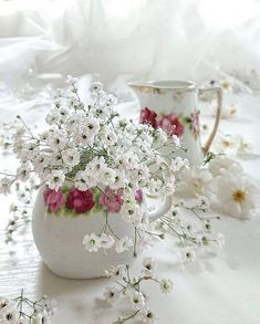 Raindrops and Roses Shabby Flowers, Fresh Flowers, White Flowers, Beautiful Flowers, Romantic Flowers, Vintage Flowers, Beautiful Flower Arrangements, Floral Arrangements, Bouquet Champetre