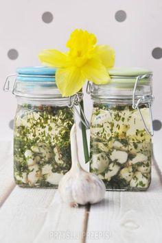 Marynowany czosnek w oleju Happy Foods, Mason Jars, Food And Drink, Canning Jars, Glass Jars, Jars, Mason Jar