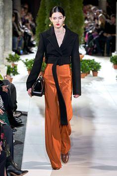 New York Fashion Week: See the runway looks from the Oscar de la Renta Fall/Winter fashion show. Fashion Mode, Fashion Week, Look Fashion, Couture Fashion, Runway Fashion, High Fashion, Fashion Outfits, Fashion Trends, Fall Fashion