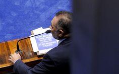 Senador Telmário Mota (PDT-RR) cita frase de Renato Russo em discurso na sessão de votação da admissibilidade do processo de impeachment