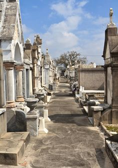 Lafayette Cemetery Number 1, New Orleans! This is where they film all those scenes in The Originals...definitely haveta go :))