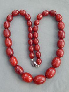 "Vintage Art Deco Graduated Cherry Amber Bakelite Olive Barrel Bead Necklace 21"""
