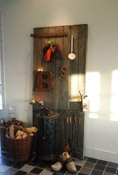 geweldige sinterklaas decoratie met een oude deur.