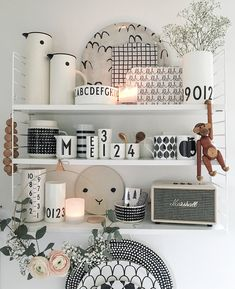 Brass ring flowers and that shelfie Black And White Dishes, Küchen Design, Interior Design, Tip Top, Looking For Houses, Small Kitchen Storage, Kitchen Hardware, House Rooms, Wall Shelves